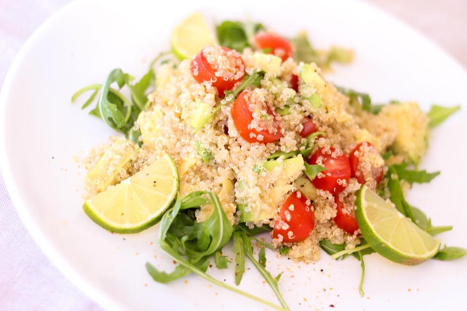 Ce te poate convinge sa incerci quinoa. De ce sa dai orezul pe acest superaliment