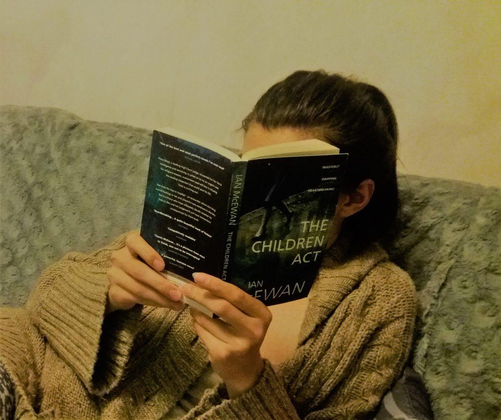 De ce imi place sa citesc noaptea
